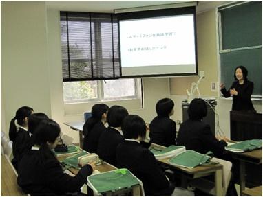④総合人間学部言語文化学科 「 洋楽で英語を学ぶ 」